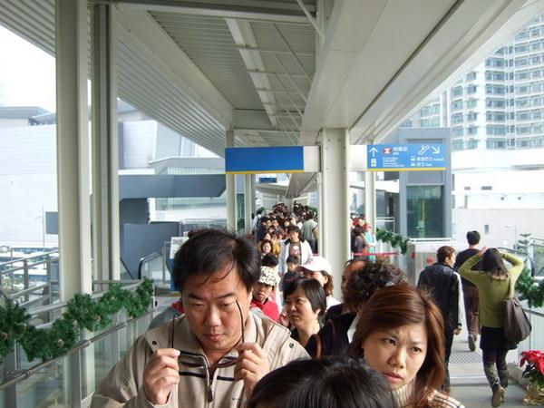 Day 2_大嶼山纜車排隊 4.jpg