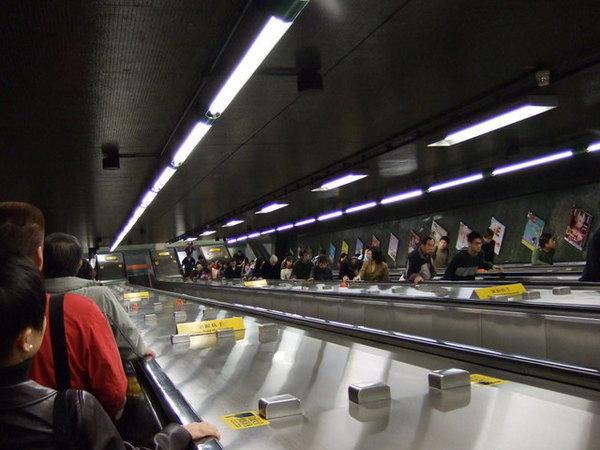 Day 2_地鐵內電梯.jpg