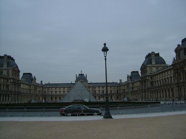 羅浮宮玻璃金字塔
