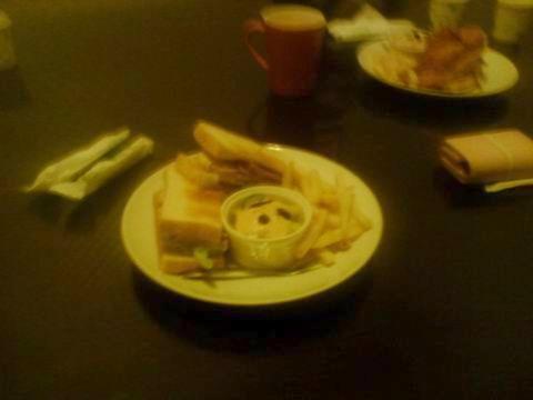 貓小巷蜂蜜燻雞三明治.jpg