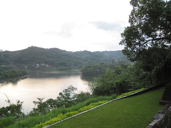 二泉湖畔5.JPG