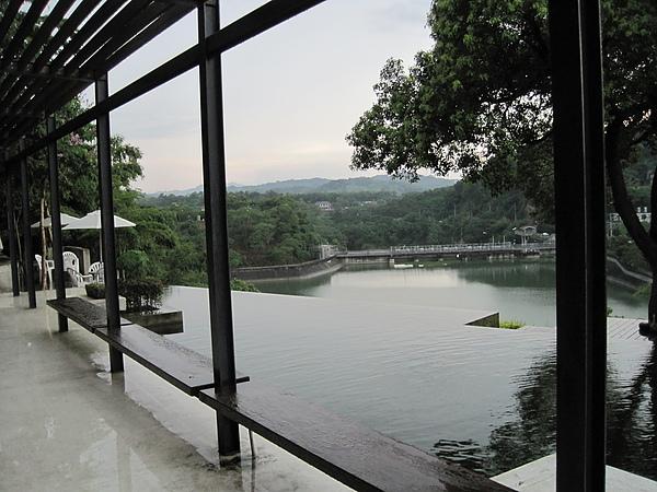 二泉湖畔3.JPG