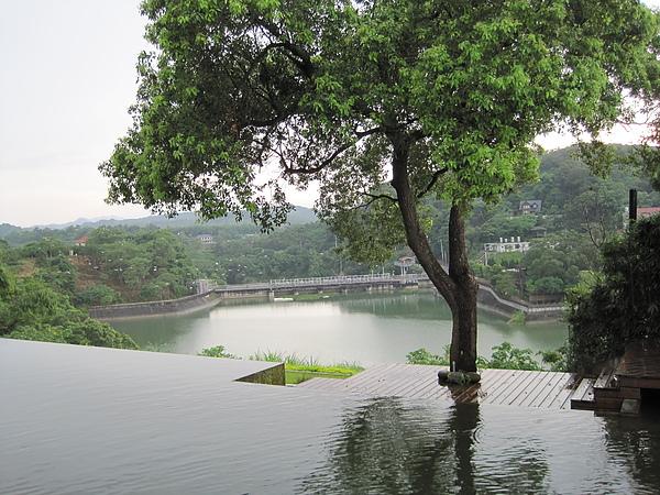 二泉湖畔4.JPG