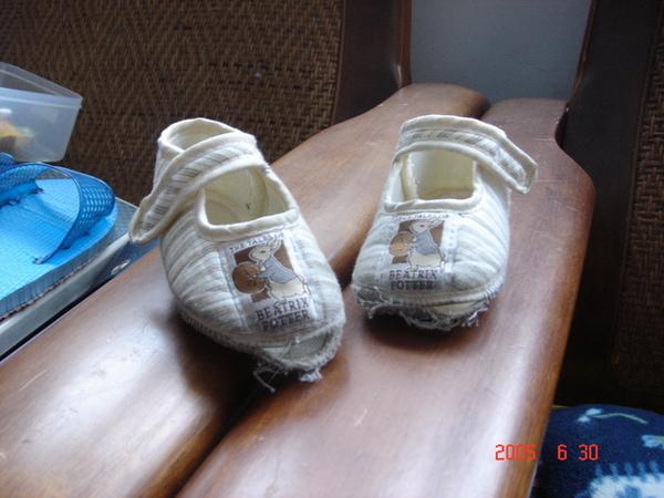 怎麼才跑一下鞋子就破了!?