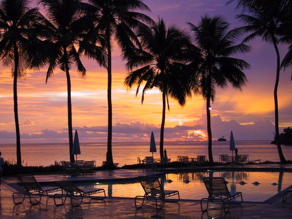 在飯店內往沙灘方向拍的夕陽