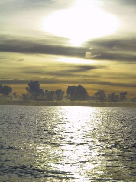 在小遊艇上拍的夕陽