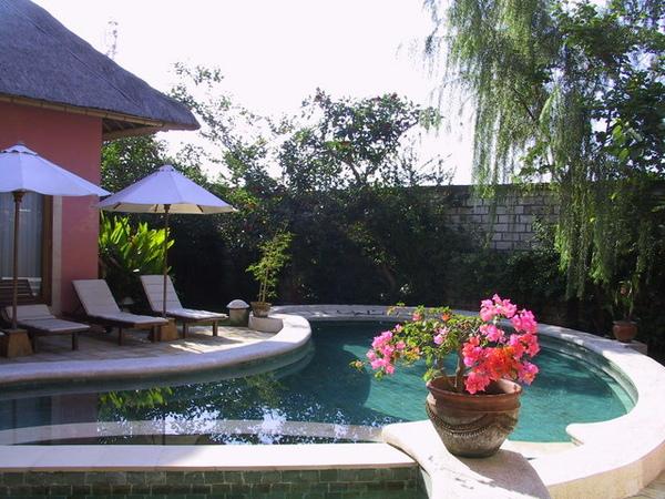 villa~~進去後有游泳池喔!