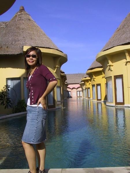 villa~~一間間家庭房一開門就可以游泳喔!