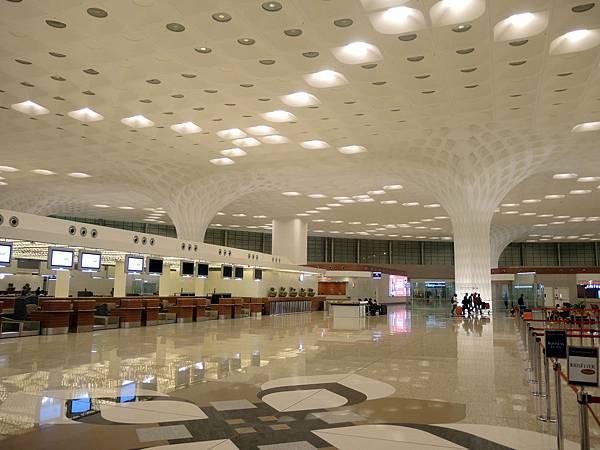 Bombay Airport_12.jpg