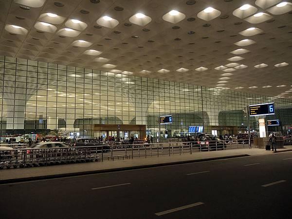 Bombay Airport_11.jpg