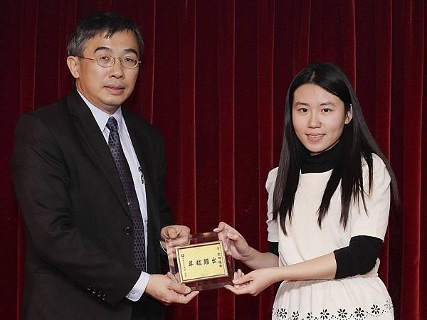 103初等考一般行政正018-王善瑩(頒獎照)(中儒)