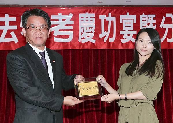 105司法四等書記官(正)001-黃蓎萱(頒獎照)(中儒).jpg