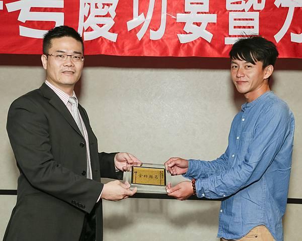 106司法四等監所管理員(正)090-張富凱(頒獎照)(中儒).jpg