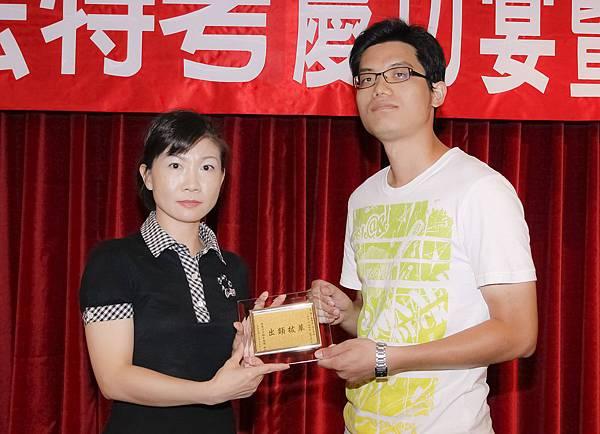 100司法四等監所員正028-黃一峯(頒獎照)(中儒).jpg