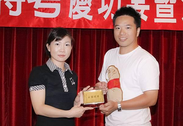 100司法四等監所員正027-黃政男(頒獎照)(中儒).jpg