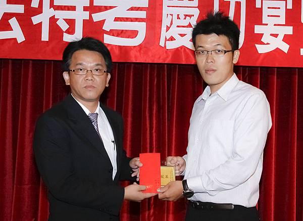 100司法四等法警正002-劉懷文(頒獎照)(中儒).jpg