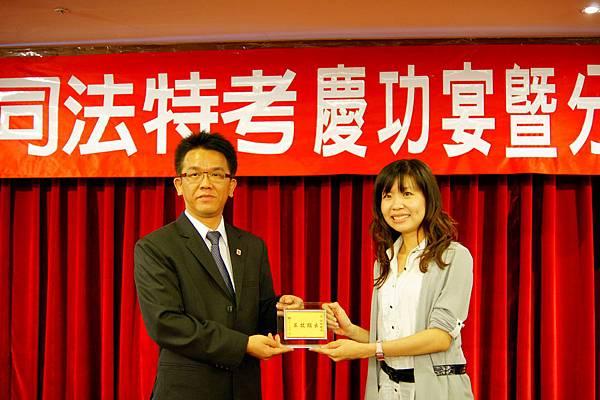 101司法四等書記官正008-黃湘玲(頒獎照)(中儒)