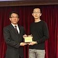102高考專技律師(正取)005-莊士嶔(頒獎照)(中儒).jpg