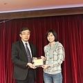 102高考專技律師(正取)714-李佳珣(頒獎照)(中儒).jpg