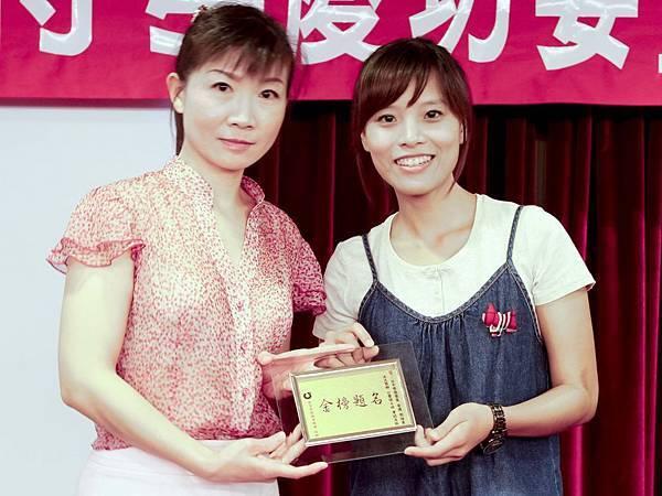 102司法四等監所員(女)正016-郭婉婷(頒獎照)(中儒).jpg