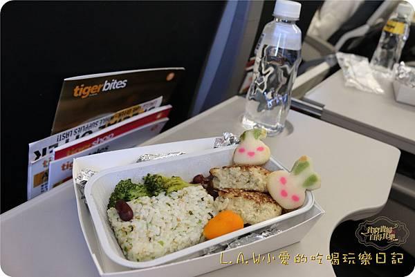 2016TRiP01日本京阪神親子7日自由行@台灣虎航關西飛機餐-07.jpg