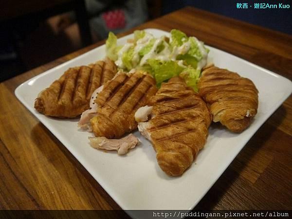 P1310724燻雞起司可頌.jpg