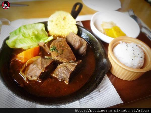 P1340320匈牙利紅酒燉牛肉.JPG