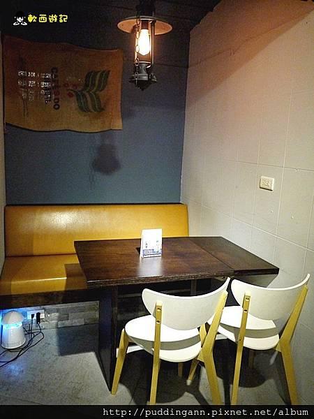台北市政府站 WAKE n' BAKE 貓咪餐廳 品嘗美食小酌的氣氛小酒館 不限時來約妹一起飛吧 *附菜單 有WIFI 免服務費*