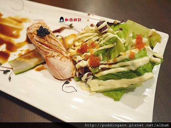台北車站 京站美食 匠太郎創作日本料理  顏色鮮豔層次多元口感獨特 創意日式料理壽司生魚片還有披薩耶! *附菜單 不限時*