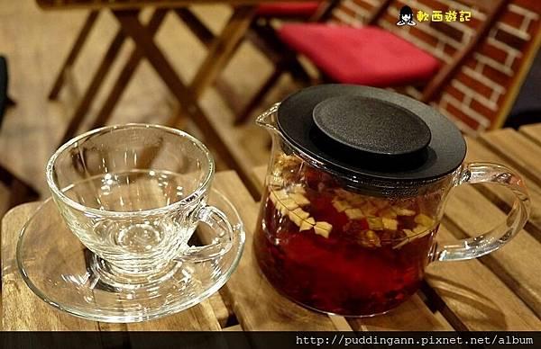 P1390921有機草莓覆盆子水果茶.JPG