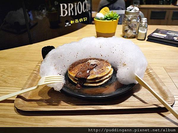 [東京][Day 3][食記]羽田機場Eggcellent 可愛飛機雲棉花糖鬆餅 淋上巧克力飛機降落 Mercedes 賓士餐廳 棉花糖 飛機雲 巧克力鬆餅 療癒美食 東京美食/東京餐廳/羽田機場美食/羽田機場餐廳