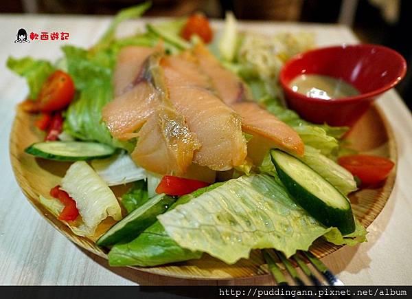 P1450572燻鮭魚沙拉.JPG