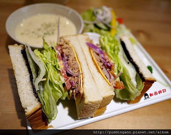 P1450702橄欖鮪魚三明治.JPG