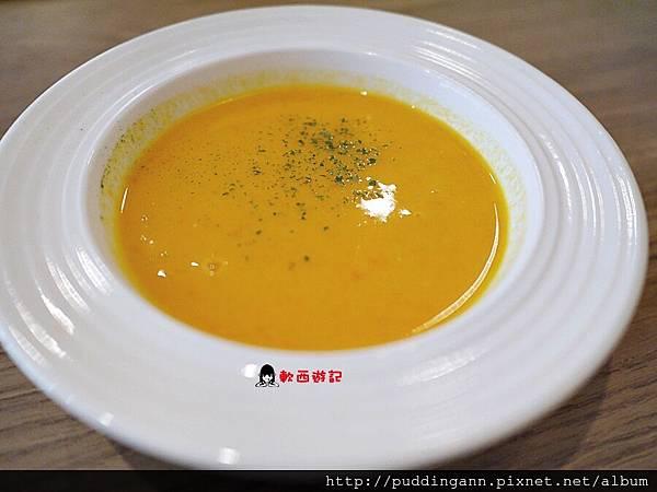 P1460330胡蘿蔔濃湯.JPG