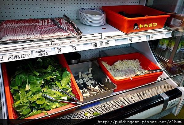[食記]台北古亭站 勵進餐廳(台電員工餐廳) 酸菜白肉火鍋吃到飽 排隊名店 平價便宜火鍋吃到飽 便宜火鍋