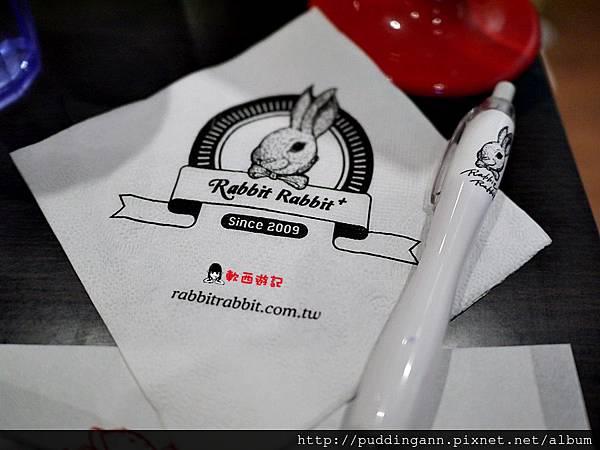 [食記]高雄左營 兔子兔子RabbitRabbit(巨蛋店) 美式餐廳 漢堡薯條早午餐 氣氛好裝潢可愛兔子店 高雄聚餐好去處