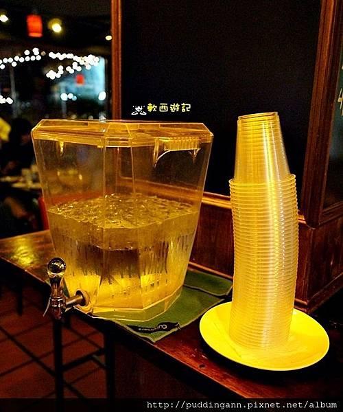 [食記]台北忠孝敦化站 ON TAP 英式酒吧 巷弄美食 濃厚英國風格餐廳 世足餐廳