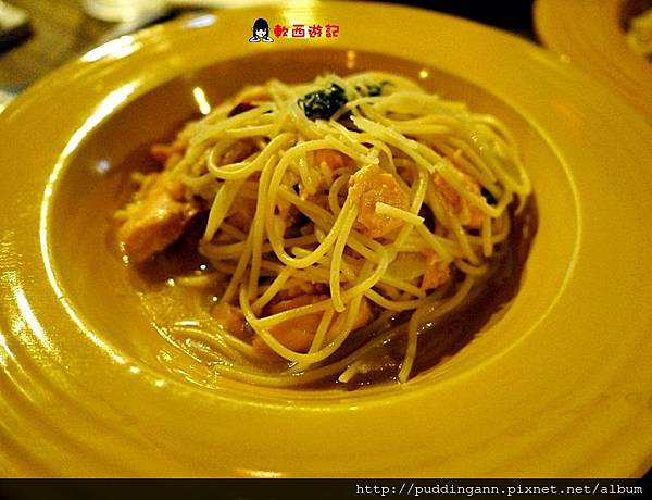 P1480375鮭魚橄欖油香蒜麵360.JPG