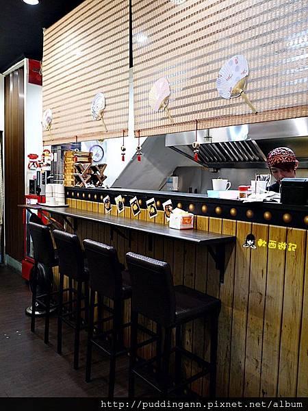 [食記]新北永安市場站 二子山鳥巢麵堡(中和中安店) 超特殊創意拉麵漢堡 平價美食 創意丼麵丼飯