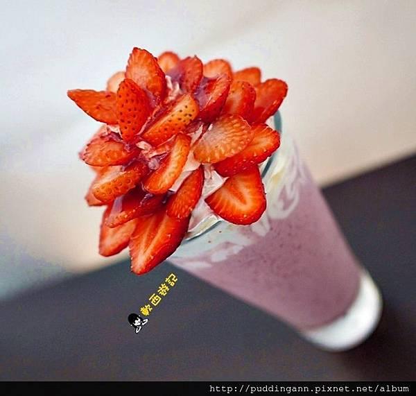 [食記]台中 橋咖啡 Bridge cafè 漂亮招牌草莓花兒飲品 草莓少女心下午茶  季節限定草莓系列商品 草莓花兒橋餅冬季限定