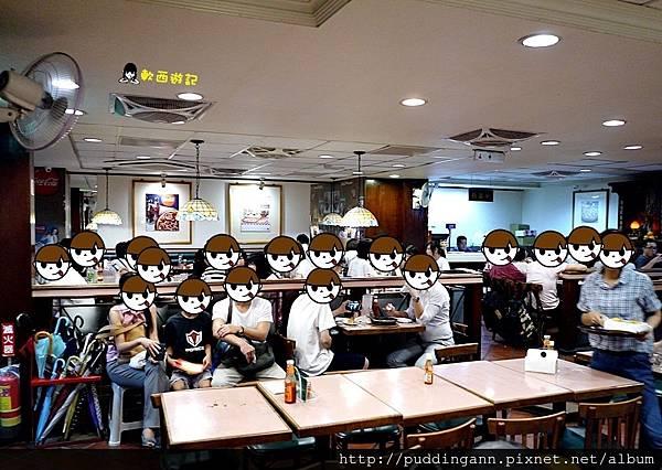 [食記]台北國父紀念館 蘇阿姨比薩屋 取消吃到飽改成單點式囉! 薄皮/鬆厚/厚皮Pizza三種餅皮任意搭 排隊名店/排隊美食/一位難求歷久不衰的長青Pizza店 平日12:00以前或18:00才可訂位喔 牽絲披薩 好吃炸雞