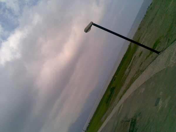 斜斜的路燈