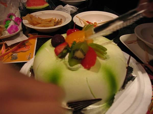 被切滴蛋糕