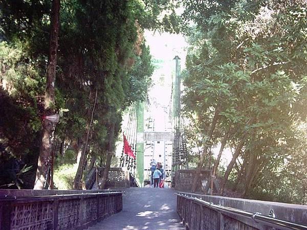 海棠岸的吊橋