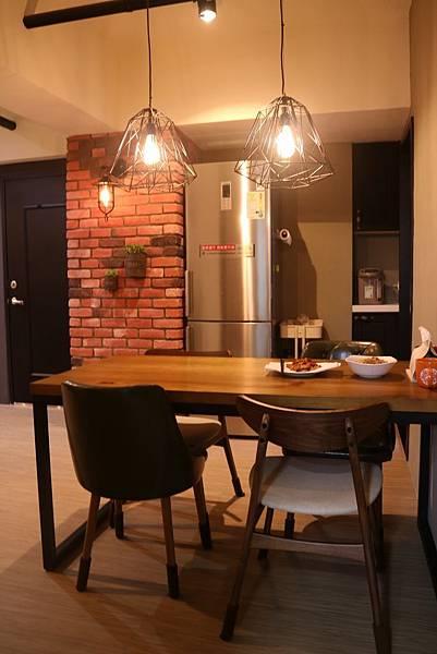 PULO 裝潢平台—桃園室內設計師,黃馨餐廳作品。