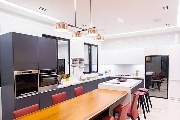 PULO 裝潢平台—彰化室內設計師,陳柏宇餐廳作品。