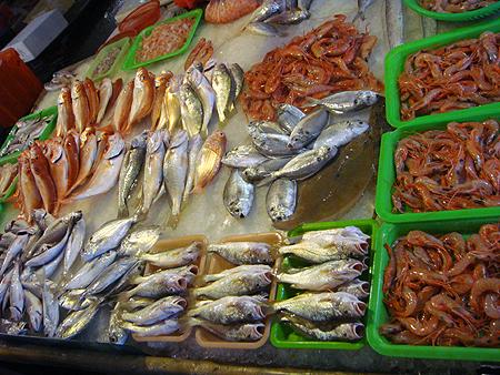 華僑市場魚ㄧ盤盤.jpg