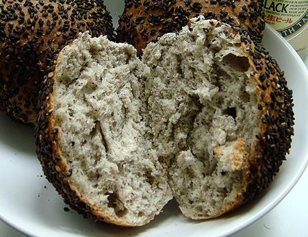 芝麻麵包撥開.jpg