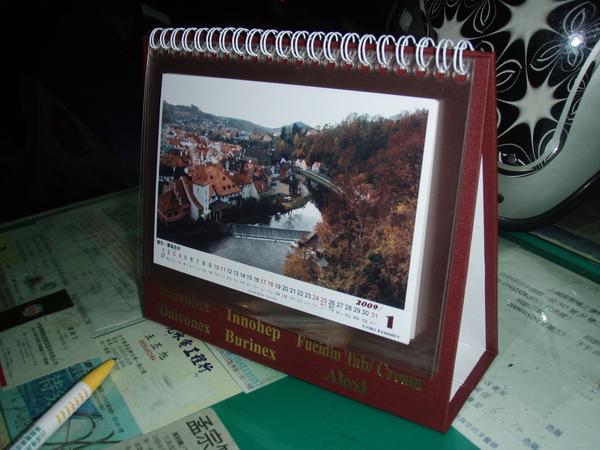 另一個也是用廠商送的桌曆做成的自製桌曆!...這是給老媽的!