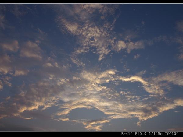 天空...不夠藍...白雲...不夠白